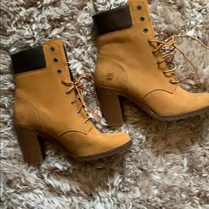 Cute timberland heel, worn once, new condition